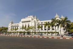 Yangon, Myanmar, 25,2017 December: Het witte paleis van Yangon-Stadhuis Stock Foto