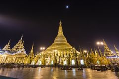 YANGON, MYANMAR, 25 December, 2017: Shwedagonpagode in Yangon bij nacht Royalty-vrije Stock Foto's