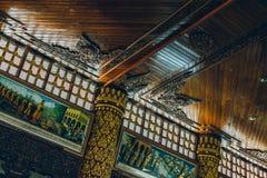 Yangon, Myanmar - 19 février 2014 : Détail intérieur de toit de l'oto-rhino Photographie stock libre de droits