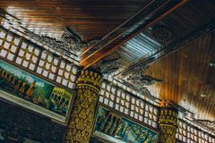 Yangon Myanmar - FEBRUARI 19th 2014: Inre takdetalj av det ent Royaltyfri Fotografi