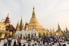 YANGON, MYANMAR, o 25 de dezembro de 2017: Pagode dourado de Shwedagon em Yangon Fotos de Stock Royalty Free
