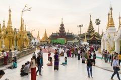 YANGON, MYANMAR, o 25 de dezembro de 2017: Pagode dourado de Shwedagon em Yangon Imagens de Stock