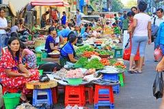 Yangon sprzedawcy uliczni, Myanmar Zdjęcie Royalty Free