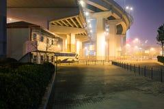 Yangpu most Szanghaj przy nocą fotografia royalty free
