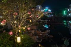 YANGSHUO CHINE, LE 23 NOVEMBRE : Lanternes Yangshuo d'arbre le 23 novembre 2017 Photographie stock