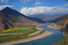 Yangtse River. The valley   of  the Yangtse River,or changjiang,in southwest  china's Yunnan  province Stock Photos