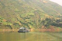 Yangtze-Fluss-Kreuzschiff lizenzfreie stockfotos