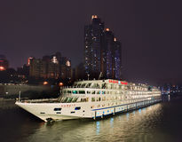 Yangtze-Gold 1 Schiff nachts, Chongqing, China Stockfoto