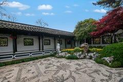 Yangzhou u. x22; der erste Park Ende Qing Dynastys u. x22; --- Er arbeitet im Garten Stockbild