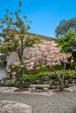 Yangzhou u. x22; der erste Park Ende Qing Dynastys u. x22; --- Er arbeitet im Garten Stockfotografie