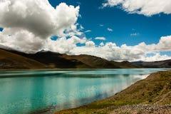 Yangzhuoyong湖在西藏 免版税库存图片
