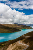 Yangzhuoyong sjö i Tibet Royaltyfri Foto