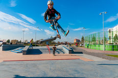 Yanino-1,俄罗斯, 2015年10月17日:在圣彼德堡附近的Openning新的scatepark 免版税图库摄影