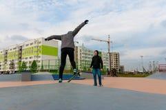 Yanino-1,俄罗斯, 2015年10月17日:在圣彼德堡附近的Openning新的scatepark 图库摄影