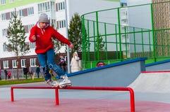 Yanino-1,俄罗斯, 2015年10月17日:在圣彼德堡附近的Openning新的scatepark 库存图片