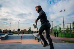 Yanino-1, Rusland, 17 Oktober 2015: Het openen van nieuwe scatepark dichtbij heilige-Petersburg Stock Foto