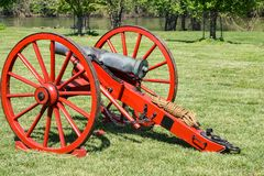 Free Yankee Canon With The James River In The Background Royalty Free Stock Image - 115974986