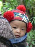 Yao hilltribe dziecko w tradycyjnym pióropuszu, Północny Laos Fotografia Stock