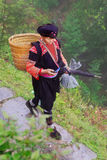 Yao Hong Guangxi. GUANGXI-PROVINZ, CHINA - 4. APRIL: Ethnische alte Frauen Yao, Yao-Dorf Dazhai, Südwesten China, am 4. April 2010 Lizenzfreies Stockfoto