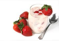 Yaourt de fraise Photos stock