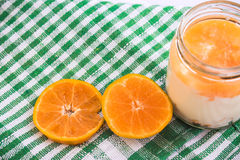 Yaourt orange Image libre de droits