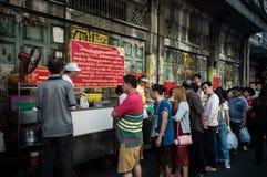 Yaowarat唐人街曼谷街食物长的队列的咖喱餐馆,曼谷,泰国 免版税库存图片