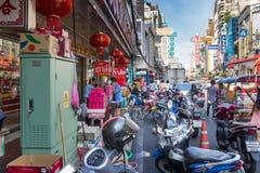 YAOWARAT, BANGKOK, TAILANDIA -10 GENNAIO 2016: Traffico nel mornin Fotografia Stock Libera da Diritti