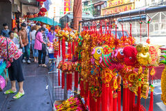YAOWARAT, BANGKOK, THAILAND -10 IM JANUAR 2016: Verkäufe des Zusatzes Stockbilder