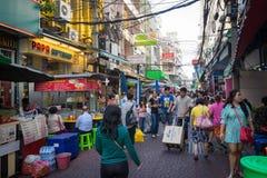 YAOWARAT BANGKOK, THAILAND -10 JANUARI, 2016: Oidentifierad försäljare Royaltyfri Bild