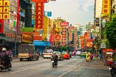 Yaowarat väg, Bangkok, Thailand. fotografering för bildbyråer