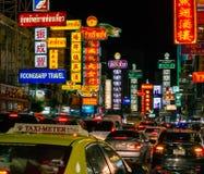 Yaowarat väg på natten Royaltyfri Fotografi