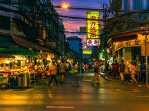 Yaowarat väg på natten Fotografering för Bildbyråer