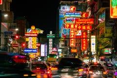 Yaowarat väg på natten Arkivfoton