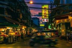 Yaowarat väg på natten Arkivbilder