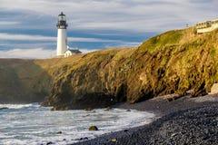 Yaquina朝向灯塔在太平洋海岸,在1873年修造 免版税库存图片