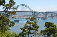 Yaquina fjärdbro på Newport, Oregon arkivbilder
