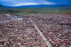 Yarchen Gar Monastery dans Garze tibétain photographie stock