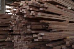Yard de bois de charpente de la Papouasie-Nouvelle-Guinée images libres de droits