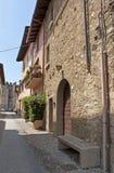 Yard de rue à la nuance en Italie Photo stock