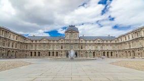 Yard intérieur d'auvent avec le hyperlapse de timelapse de fontaine Paris, France banque de vidéos