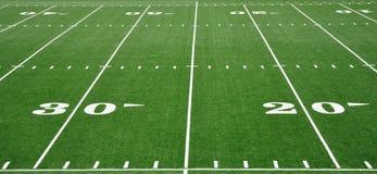 Yard-Line 20 u. 30 auf amerikanischem Fußballplatz Lizenzfreie Stockfotografie