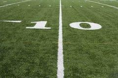 Yard-Line 10 auf amerikanischem Fußballplatz Stockfoto
