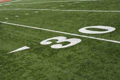 Yard-Line 30 auf amerikanischem Fußballplatz Stockfotos