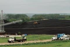 Yard lourd d'équipement et de charbon Image libre de droits