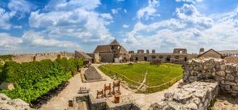 Yard von Sumeg-Schloss Stockfoto