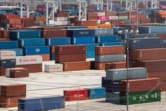 Yarda de envío del contenedor para mercancías de las tarifas y de la guerra comercial imagen de archivo