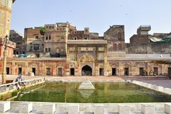 Yarda de la corte de Wazir Khan Mosque Lahore, Paquistán imágenes de archivo libres de regalías