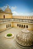 Yarda del fuerte de Kumbhalgarh imágenes de archivo libres de regalías
