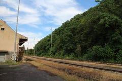 Yarda ferroviaria en el ¡de Hontianske Tesà con referencia a imagen de archivo