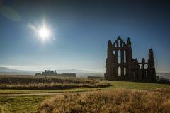 Yarda grave de la abadía de Whitby en Yorkshire, Inglaterra Fotografía de archivo